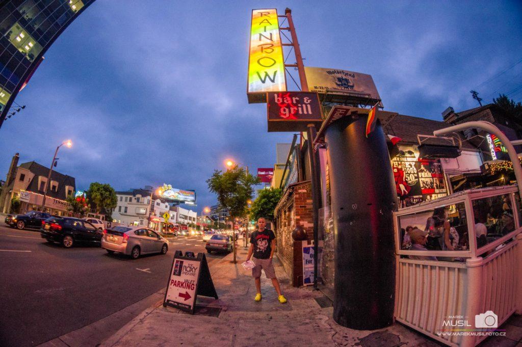 10 nej fotek z dovolené – fotka před restaurací, na kterou nemáte peníze.