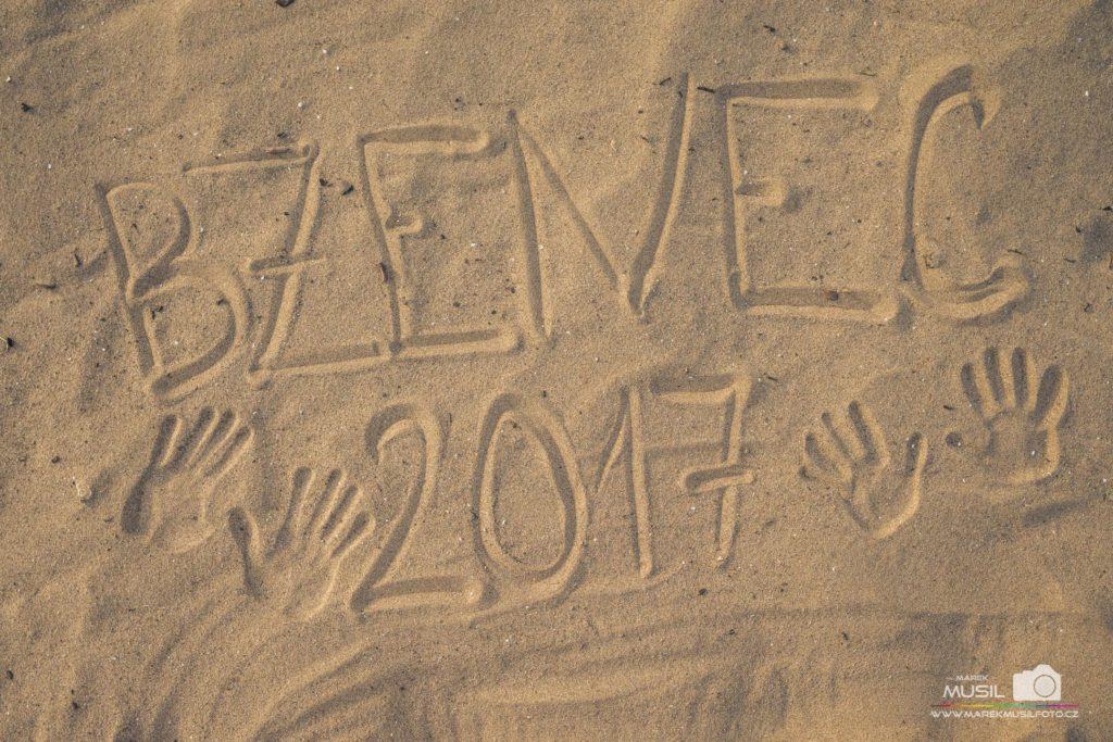 10 nej fotek z dovolené – nápis v písku.