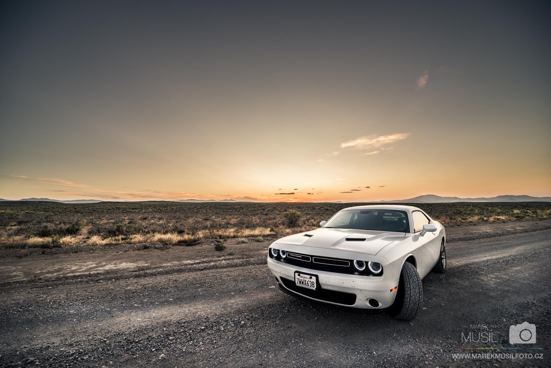 Road trip s Dodge Challenger.