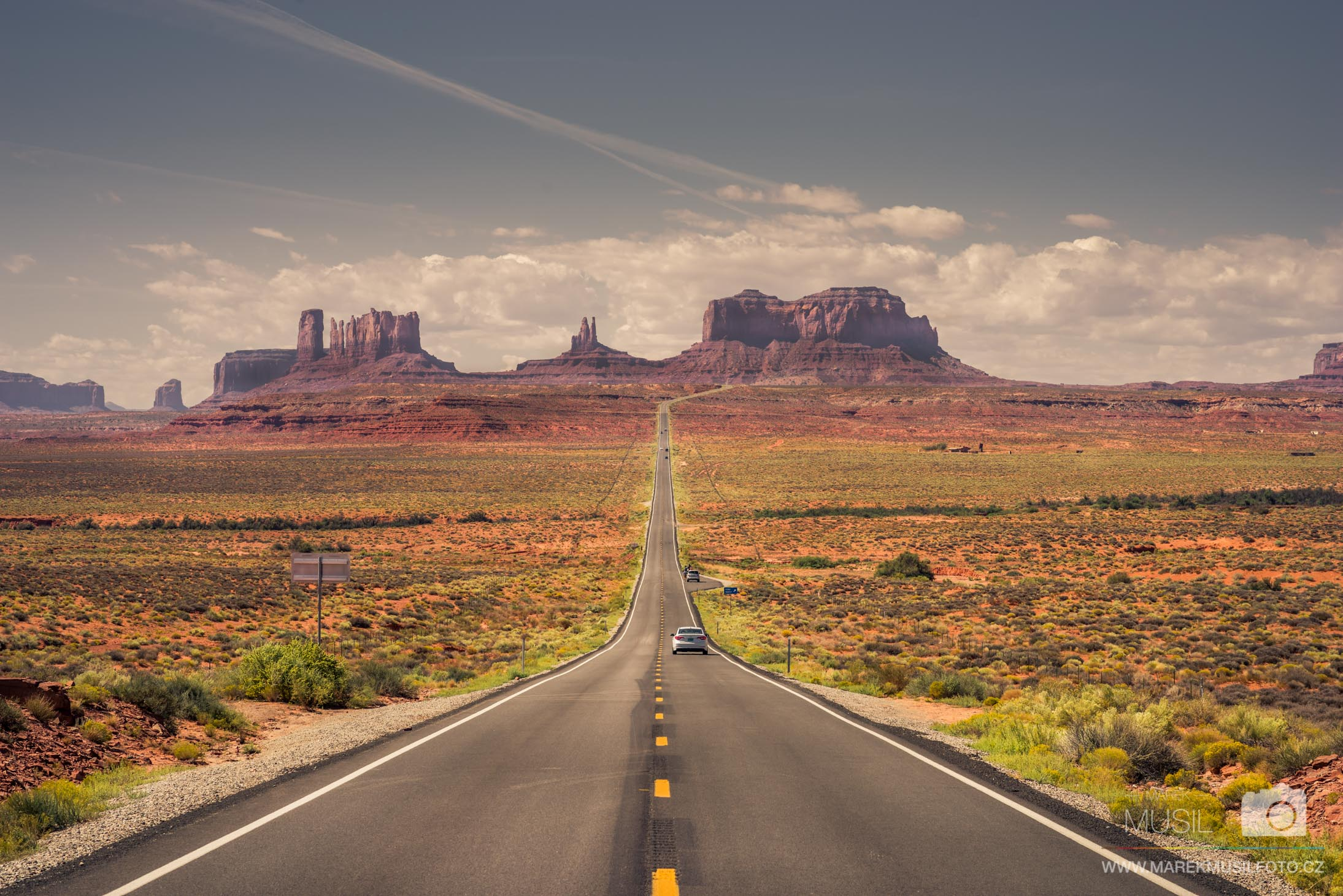 Monument Valley road to south